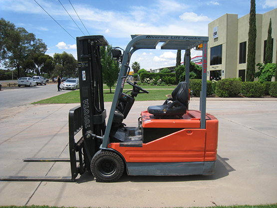 Toyota 5FBE18 Electric Forklift